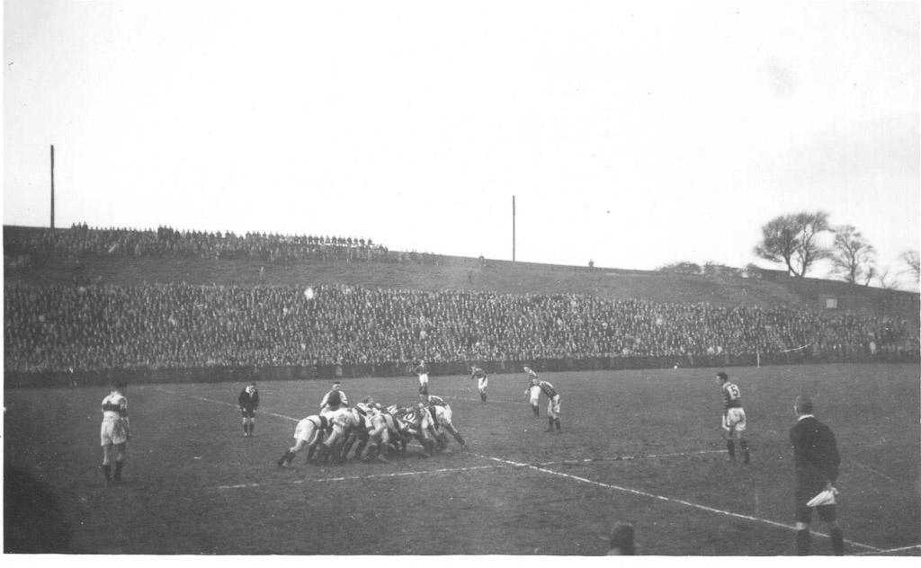 Hudds_v_Saints_Oct_1930.jpg
