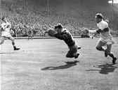 Hudd_v_Saints_1953_CCup_Final_-_Ramsden_s_second_try.jpg