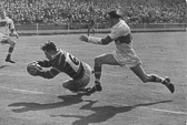 Peter_Ramsden_try_in_1953_Chall_Cup_Final.jpg