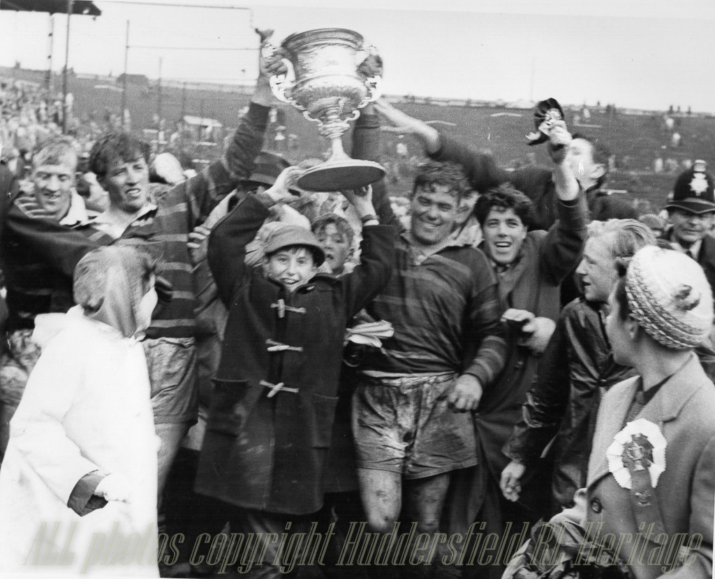 Hudd_v_Wakefield_Champs_Final_1962,_Kilroy_(l)_Close_(r).jpg