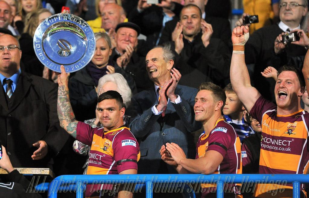 Huddersfield_Celebrate-_SL_League_Leaders_Shield_2013.jpg